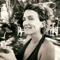 Véronique Lonneville, secrétaire + communication
